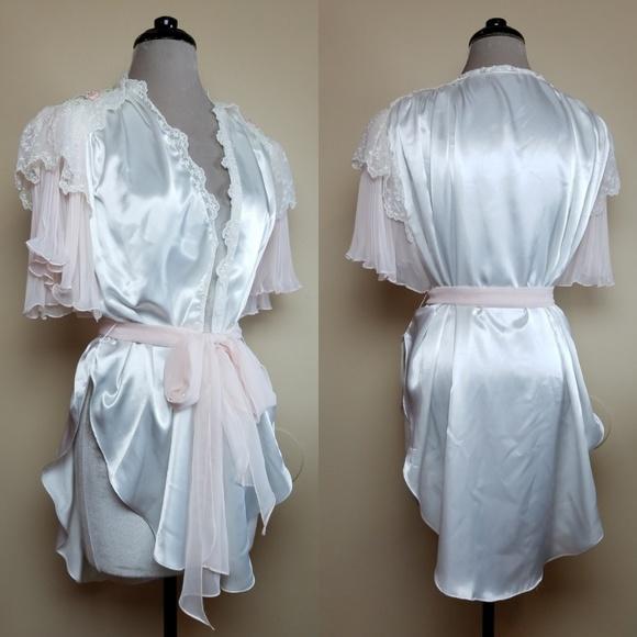 Jonquil by Diane Samandi Vintage Satin Bridal Robe.  M 5b8df11204e33de9da95d1e0 32f4f74c6